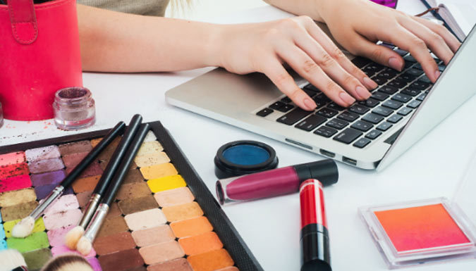 'Become a Freelance Makeup Artist' Online Course