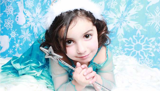 DDDeals - Lemonpink Hello Gorgeous Studios, Croydon: Frozen or Minion Theme Family Photoshoot