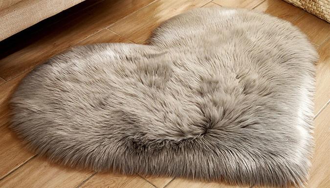 Heart-Shaped Plush Shaggy Rug - 8 Colours & 3 Sizes