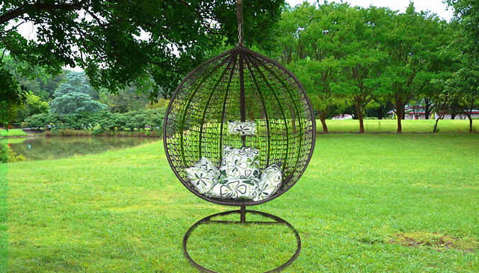 Single or Double Sized Rattan Hanging Egg Chair – 2 Colours (£169)