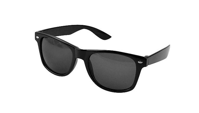 Black Unisex Wayfarer Style Sunglasses (£3.99)
